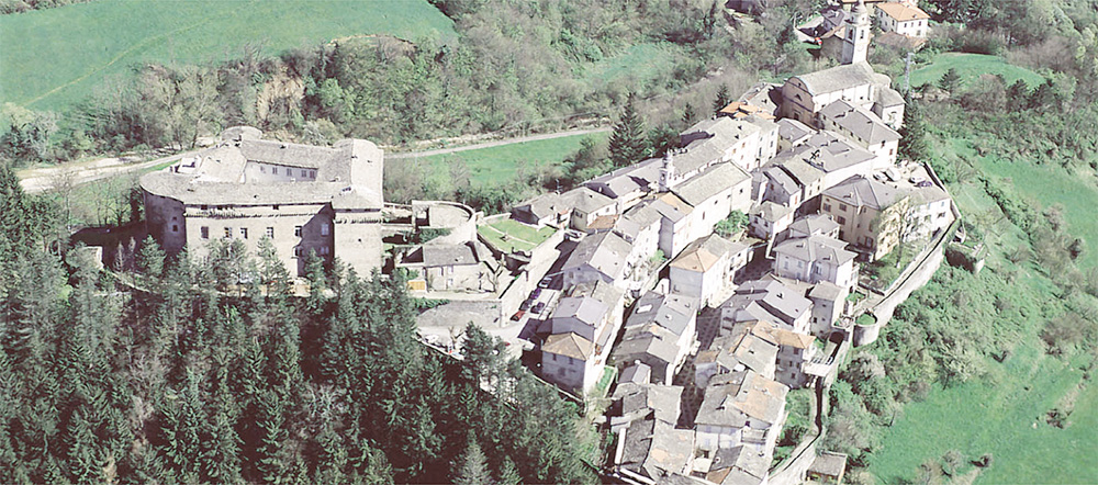 The heritage village of Compiano